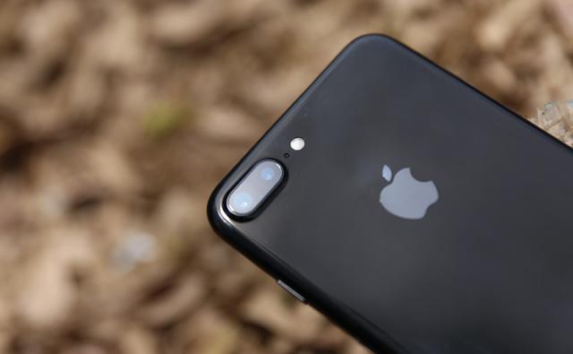 Camera kép mặt lưng của điện thoại iPhone 7 Plus